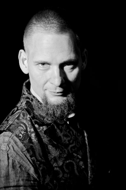 Zauberer Roland Henning ist der Leiter vom Lübecker Zaubertheater